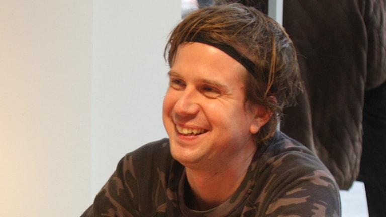 Timo Räisänen under intervjun inför konserten på Musikplats Stockholm.
