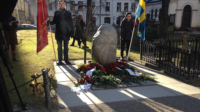 Olof Palmes minnesplats vid Adolf Fredriks kyrka. Foto:Christy Chamy/Sveriges Radio