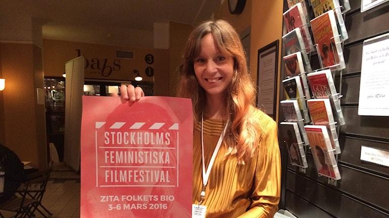 Johanna Dahlin, en av de som står bakom den första filmfestivalen med och av tjejer.