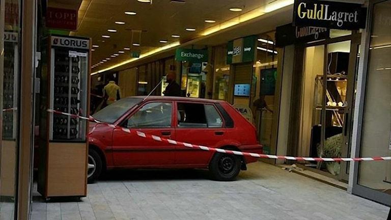 Rånarna använde sig av en bil för att forcera väggen till guldsmedsbutiken (arkivbild).