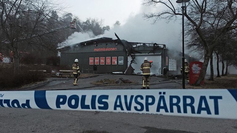 Stadsmissionens livsmedelsaffär Matbutiken har totaltförstörts i morgonens brand.