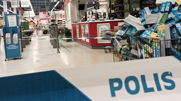 Coop Forum i Brunna utsattes tidigt i morse för ett väpnat rån.