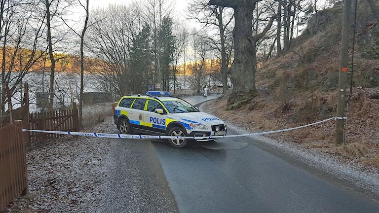 Polisen arbetar vid fyndplatsen
