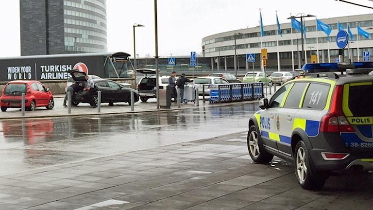 På Arlanda flygplats har polisen förstärkt sin bevakning.
