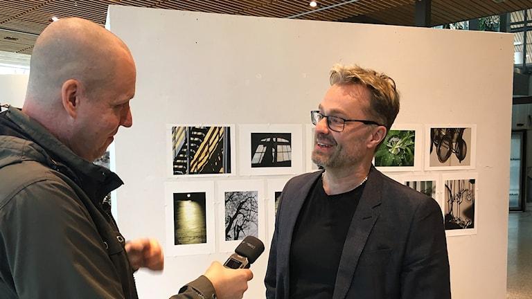 Reporter Björn Lindberg och Staffan Jonsson, kultur- och fritidschef i Södertälje.