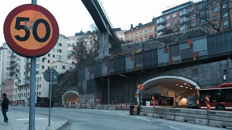 Bensinmacken finns insprängd i Kataringaberget vid Slussen. Foto: Anders Hildemar Ohlsson/SR