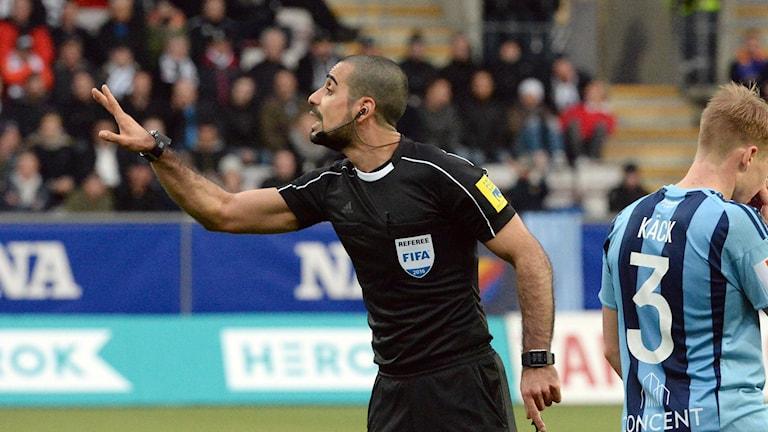Mohammed Al-Hakim . fotbollsdomare Elliot Käck DIF Djurgården Foto: Conny Sillén / TT