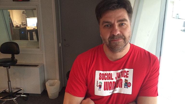 Thomas Arnroth, journalist på KIT, berättar om sin artikelserie Döden på jobbet. Handlar om arbetsplatsolyckor