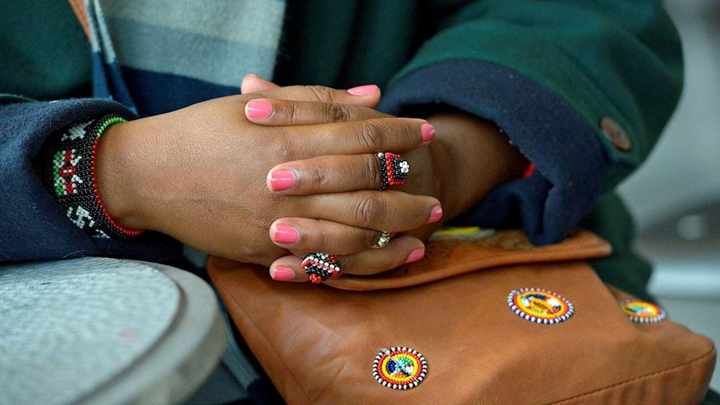 En kvinnas händer.