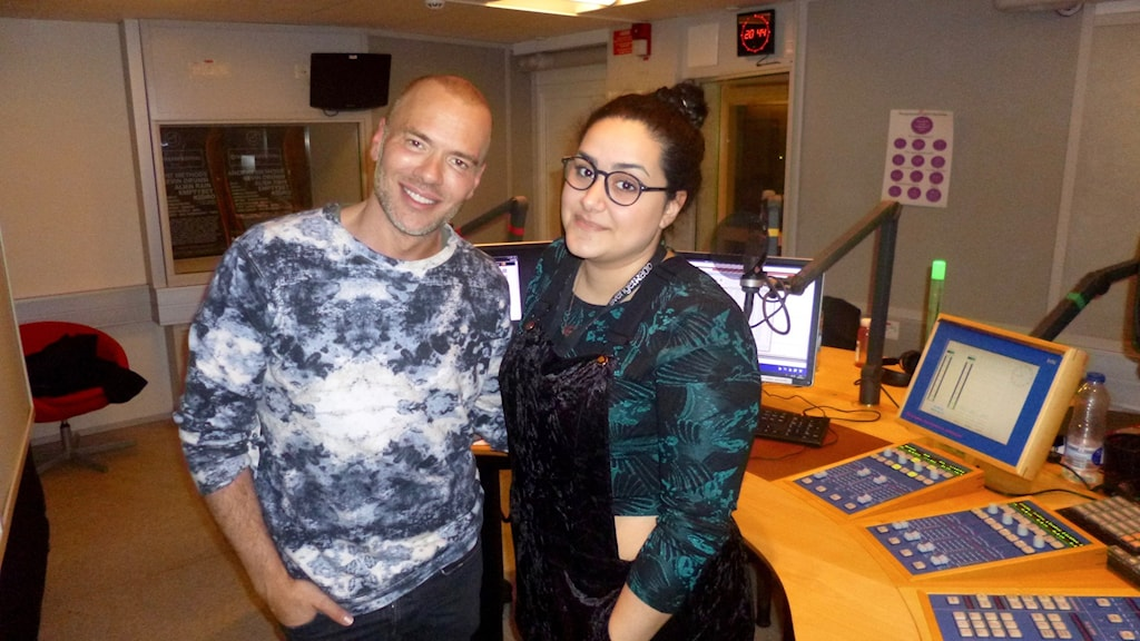 Andreas Lundstedt och Tina Mehrafzoon i studion redo att tycka till om Frans motstånd i Eurovision.