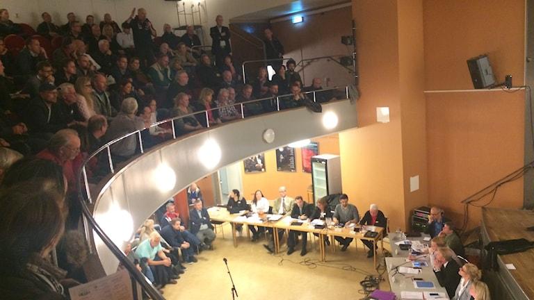 Samling i Spånga vid flyktingbostadsdebatt