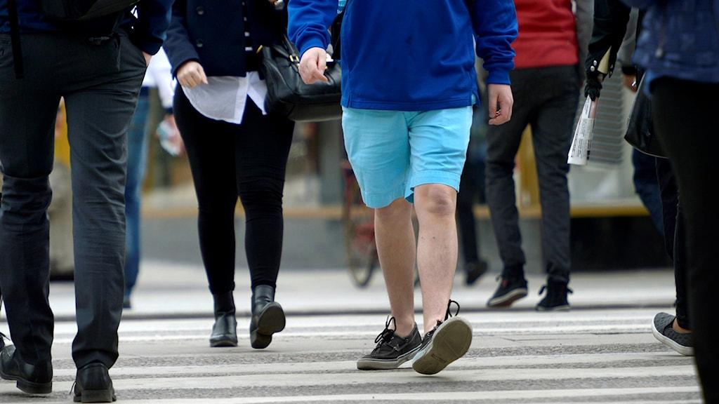 Promenad i shorts under april månad.