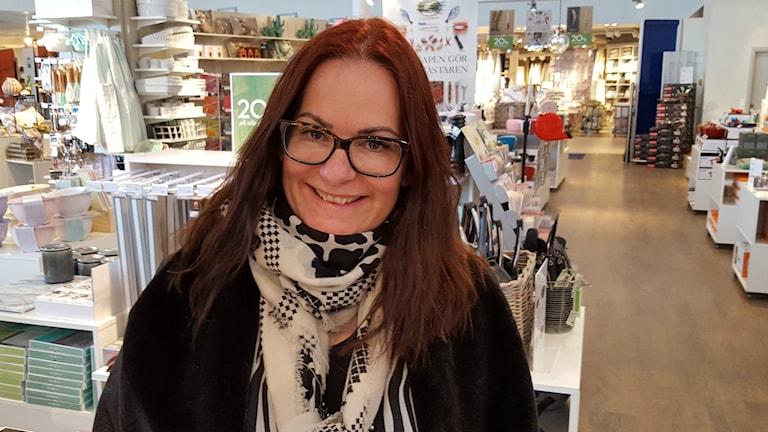 Mona Lundgren köper glädje och utan att skämmas