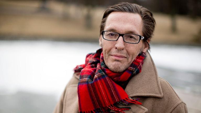 Artisten Olle Ljungström fotograferad utomhus år 2003