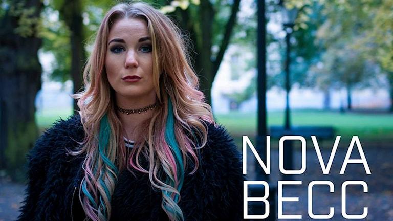 Rebecca Petersson är artisten Nova Becc.