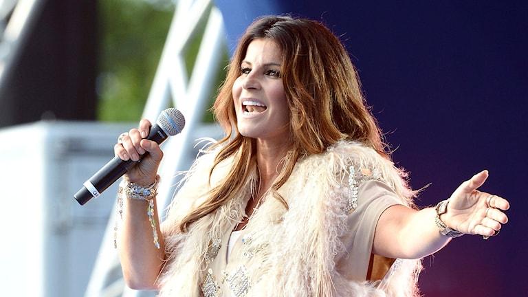 Carola sjunger på Victoriadagen på Öland 2015.