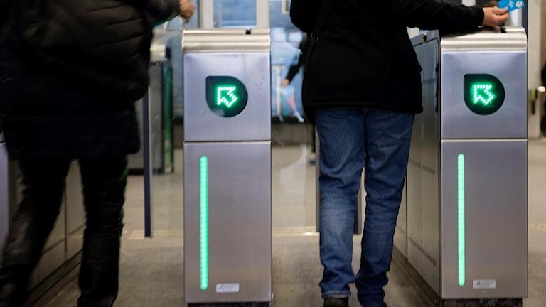 Sextrakasserade biljettkontrollanter kräver skadestånd