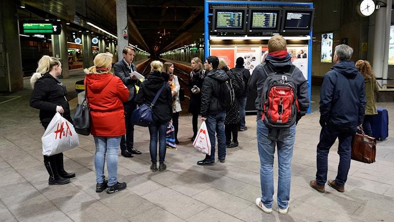Resenärer vid Centralen.