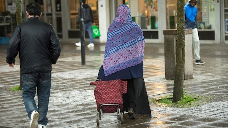 Kvinna med slöja i Husby