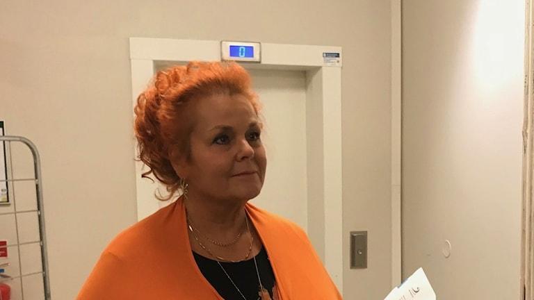 Miljöjuristen Gunilla Högberg Björk vid informationsmötet i Hässelby igår