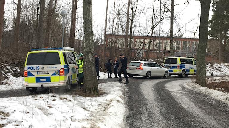 Poliser vid Käppala skola på Lidingö.