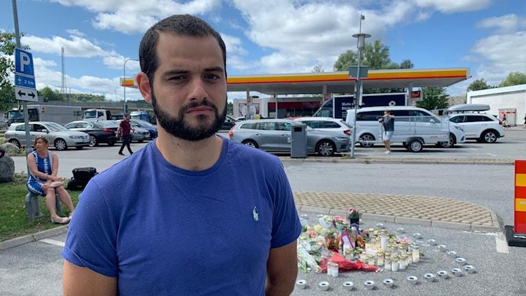 Daniel Acat, boende i Masmo, framför den plats där en 12-årig flicka sköts till döds.