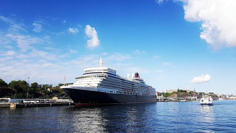 Kryssingsfartyg vid Stadsgårdskajen