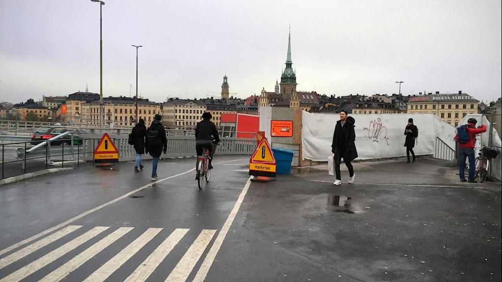 Slussen: halt på både cykel- och gångbanan.