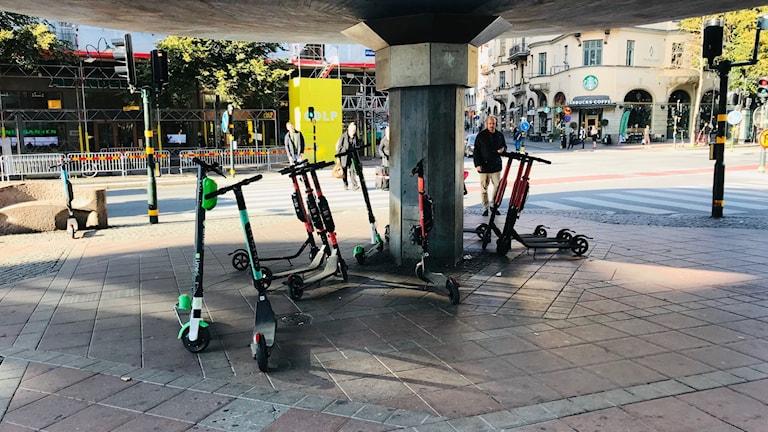 Elsparkcyklar på Stureplan