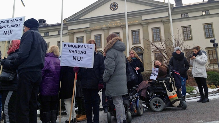 Manifestationen utanför landstingshuset.