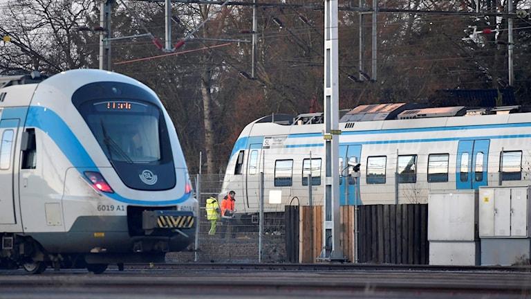 Ett pendeltåg spårade i morse ur vid Älvsjö i södra Stockholm.