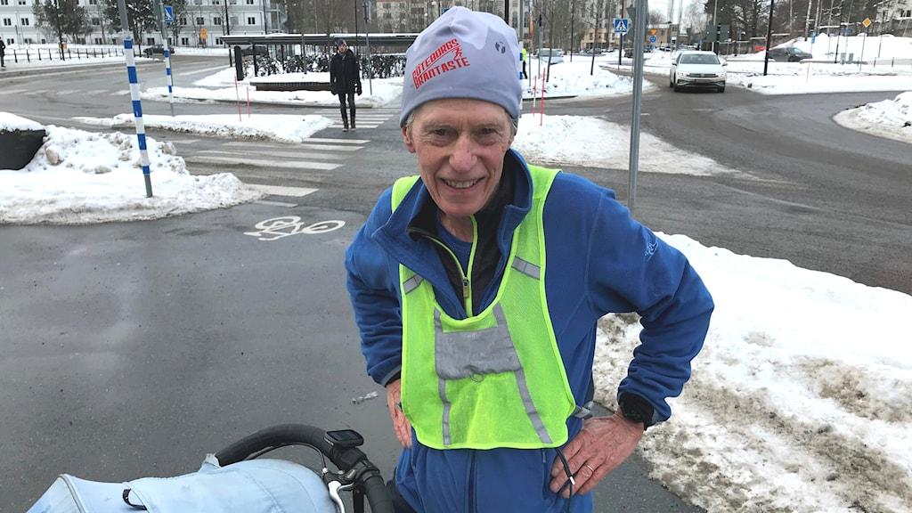 Björn Suneson springer på alla gator i Danderyd.