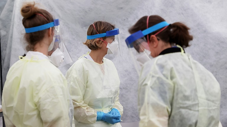 Sjukvårdspersonal med skydd mot corona