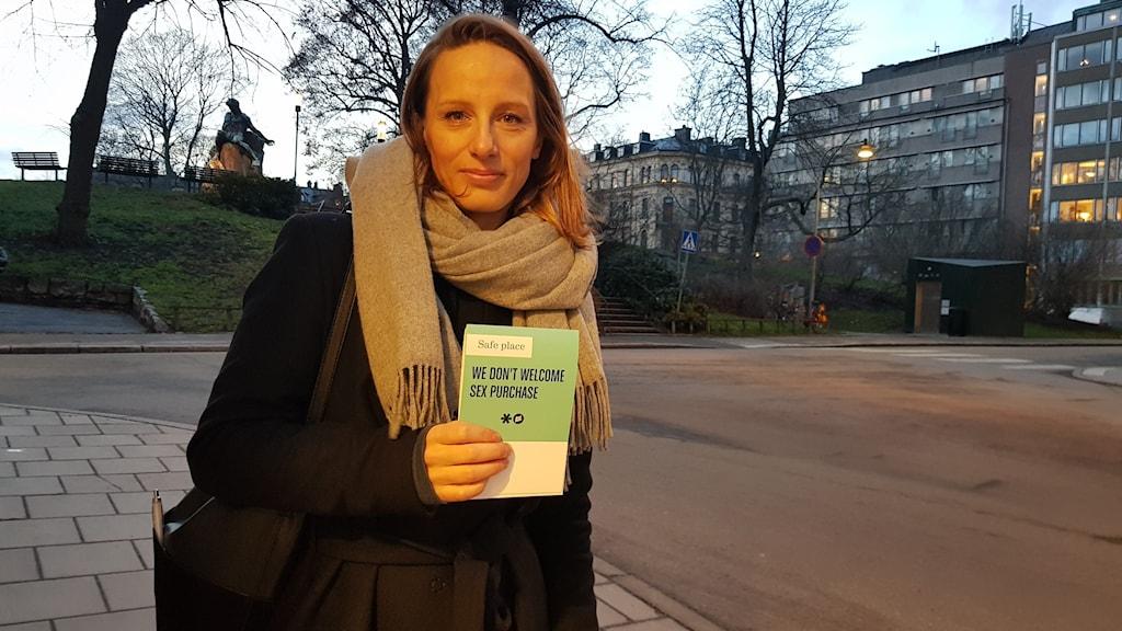 Julia Andèn på Real stars besöker Thaimassage-salonger i Stockholm för att motarbeta sexhandel