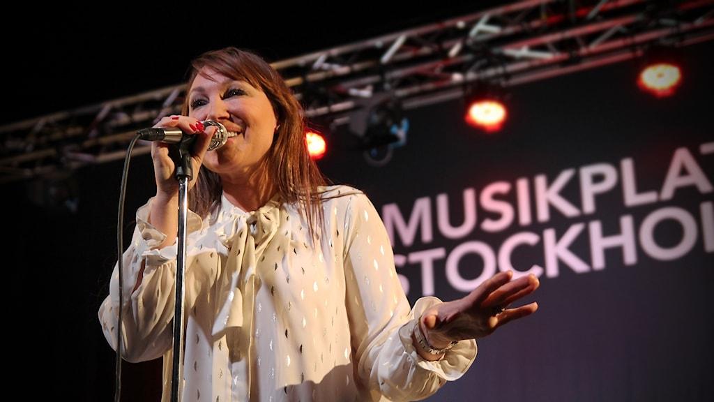 Charlotte Perrelli i P4 Stockholm. Foto: Helen Ling/Sveriges Radio.