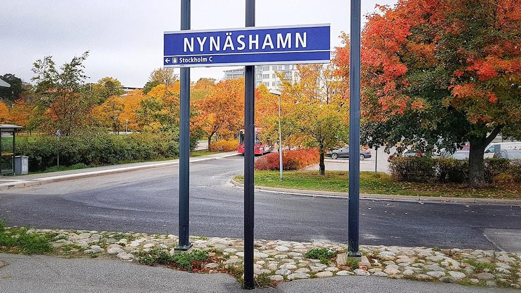 Skylt med texten Nynäshamn.