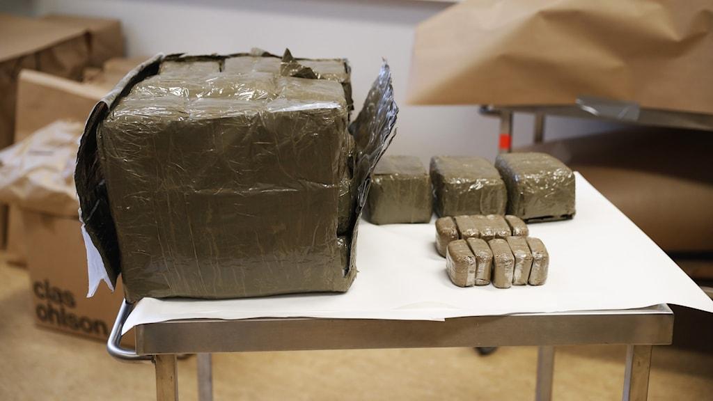 Männen smugglade flera hundra kilo cannabis från Spanien till Upplands Bro.