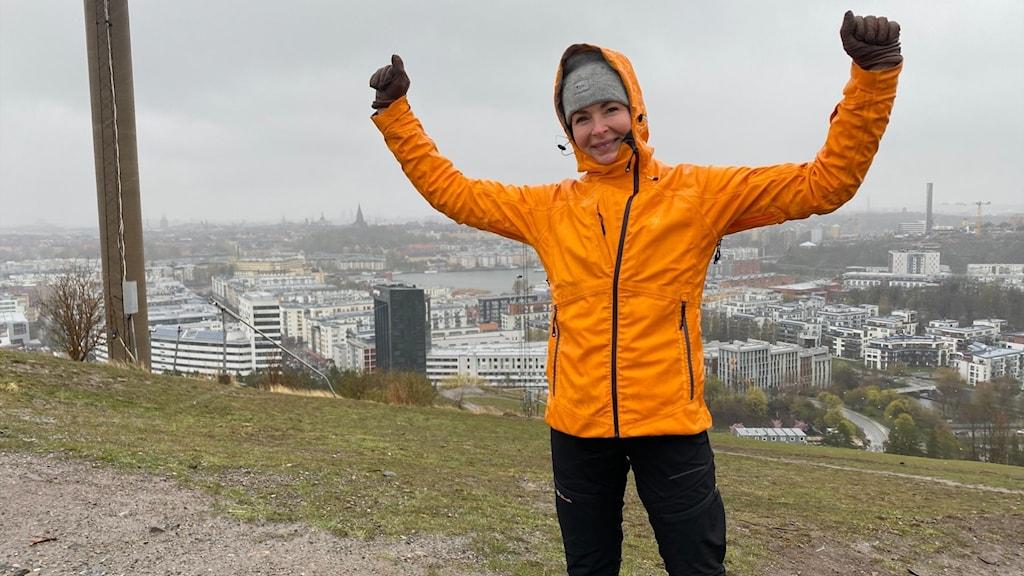 Äventyraren Renata Chlumska på toppen av Hammarbybacken.