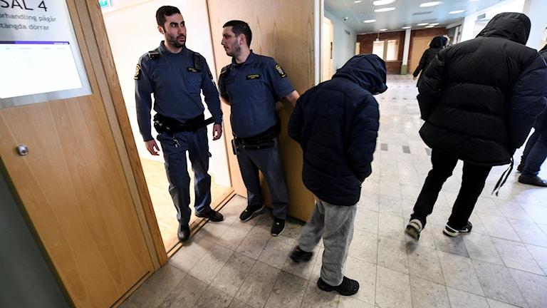 Häktningsförhandlingar Solna tingsrätt Hallonbergen