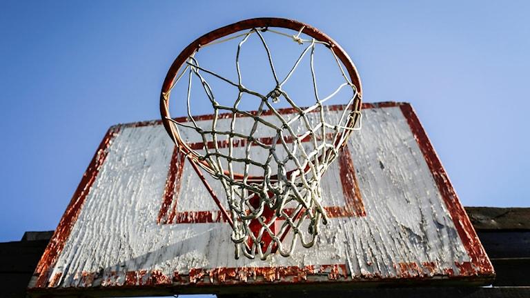 400 basketkorgar ska inspekteras efter den allvarliga olyckan i Bromma.