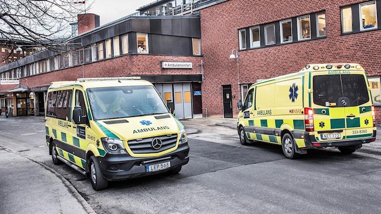 Ambulanser vid Karolinska i Solna