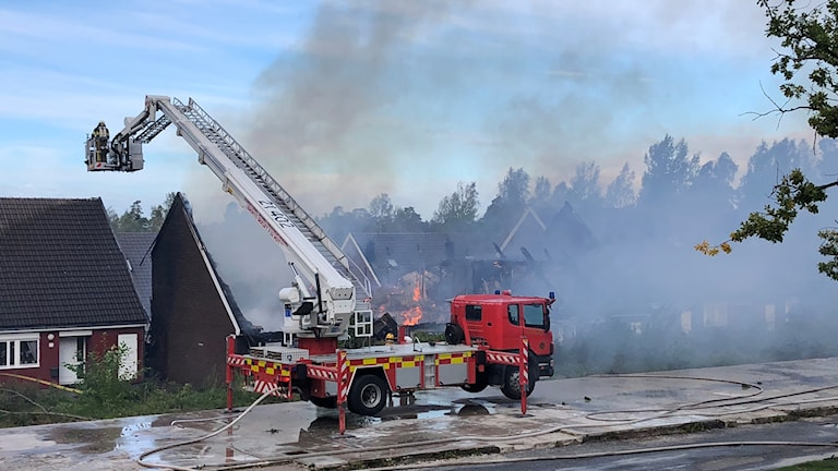 Kraftig radhusbrand Hovsjö Södertälje