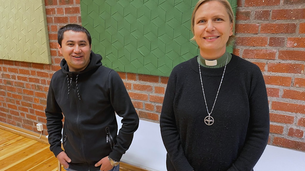 Shiraga Ziaie står tillsammans med diakonen Lisa Hofverber.