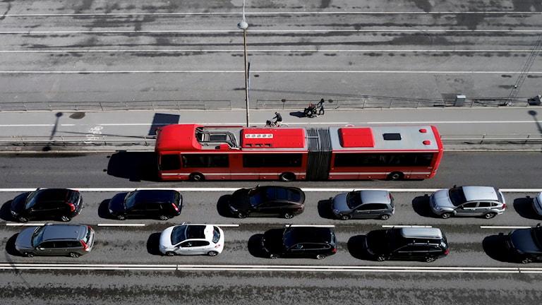 SL-buss passerar bilkö vid Stadsgården.