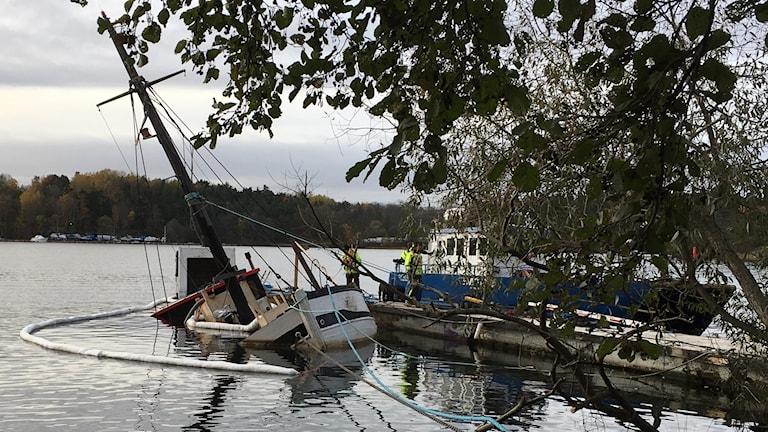 båt sjunkit årstaviken 20171031