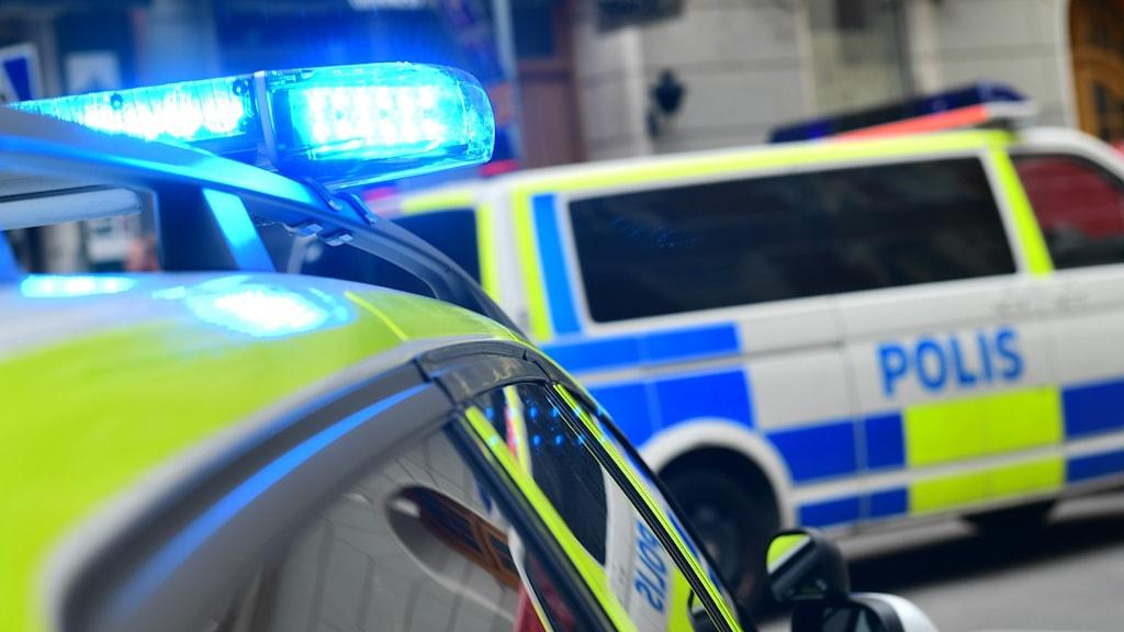 En man i Nynäshamn blev skjuten av polis under natten mot lördagen.