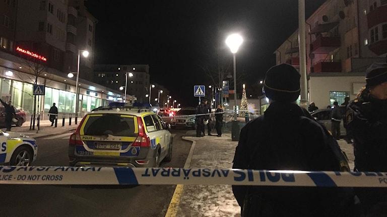 Poliser i Rinkeby efterskottlossning.