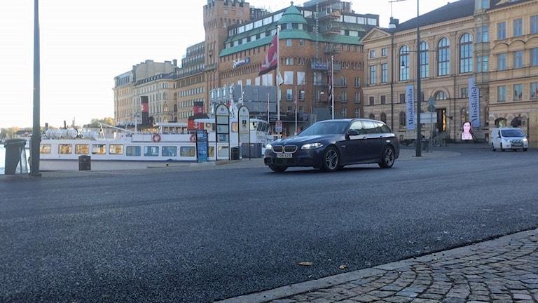 Körbanan på Nybroplan har täckts av asfalt.