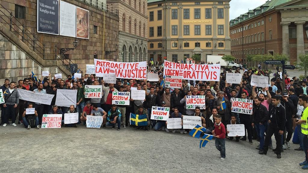 Demonstration utanför riksdagen.