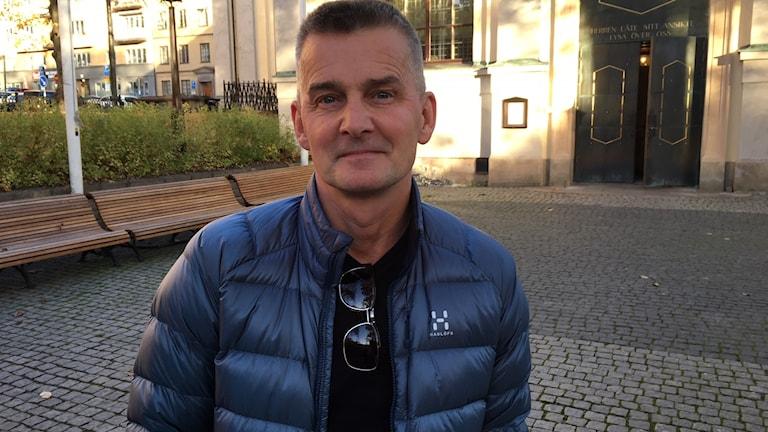 Pekka Heino utanför Kungsholms Ulrika Eleonora Kyrka.